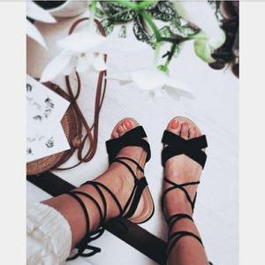 🆕️//The Thiva//Black lace up sandal